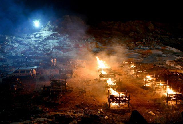 Κοροναϊός: Διεθνής κατακραυγή για ανάρτηση που ειρωνεύεται την καύση νεκρών στην Ινδία | tanea.gr