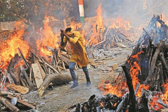 «Δεν μπορώ να ανασάνω!»: Εικόνες αποκάλυψης στην Ινδία   tanea.gr
