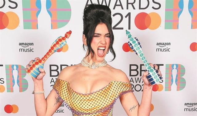 Σάρωσαν οι γυναίκες στα Brit Awards, σε εκδήλωση με 4.000 θεατές   tanea.gr