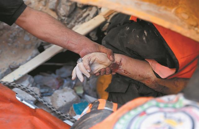 Νέα τραγωδία με κατάρρευση εξέδρας σε συναγωγή | tanea.gr