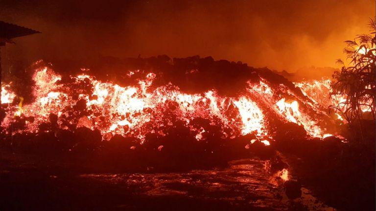 Στο έλεος της λάβας: Πανικός από την έκρηξη ηφαιστείου στο Κονγκό   tanea.gr