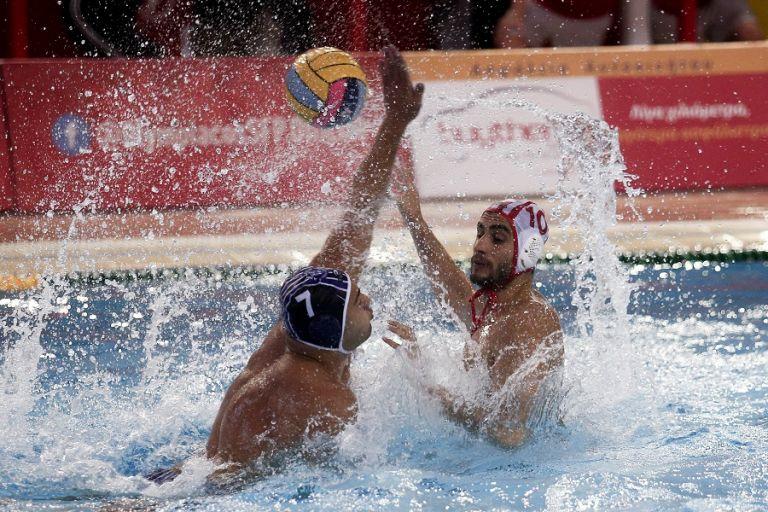 Μεγάλη νίκη του Ολυμπιακού (12-11)   tanea.gr