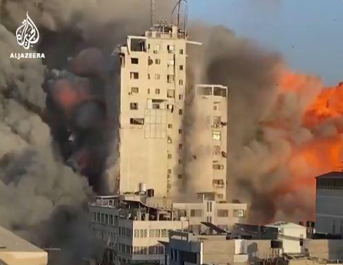 Γάζα: Σαν χάρτινος πύργος κατέρρευσε 14ώροφο κτίριο μετά από ισραηλινό βομβαρδισμό | tanea.gr