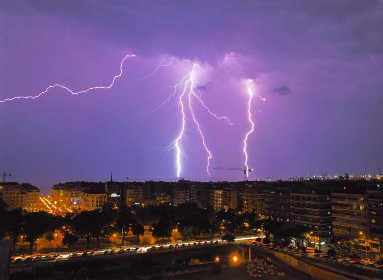 Θεσσαλονίκη: Εντυπωσιακό θέαμα από την καταιγίδα με δεκάδες κεραυνούς | tanea.gr