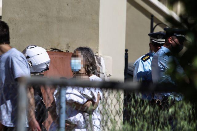 Ληστεία μετά φόνου στα Γλυκά Νερά: Οι δράστες απείλησαν με όπλο το μωρό – Η αντίδραση της 20χρονης της στοίχισε τη ζωή   tanea.gr
