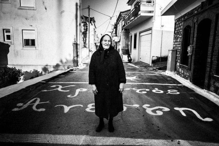 Ο Γιώργος Τατάκης απαθανατίζει συγκινητικά το Πάσχα σε όλη την Ελλάδα   tanea.gr