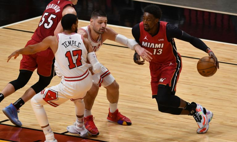 NBA: Σπουδαίο διπλό για τους Χιτ στη Βοστόνη, πέρασαν από το Σικάγο οι Νετς | tanea.gr