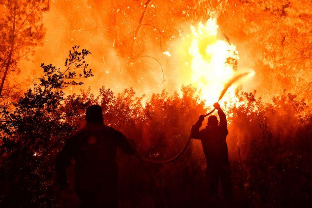 Φωτιά στην Κορινθία: Όλες οι ελπίδες στα εναέρια μέσα – Ολονύχτια μάχη με φλόγες και θυελλώδεις ανέμους | tanea.gr