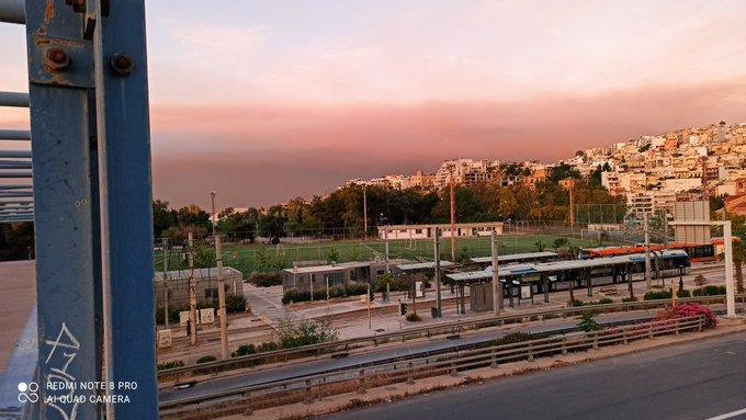 Φωτιά: Ο καπνός από την Κορινθία «σκέπασε» πολλές περιοχές της Αττικής – Στάχτες σε μπαλκόνια | tanea.gr