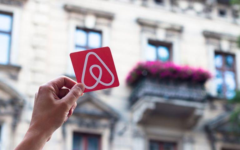 Airbnb: Ανάρπαστα τα ακίνητα σε παραθαλάσσια προάστια της Αττικής | tanea.gr