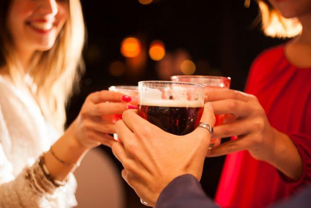 Οποιαδήποτε ποσότητα αλκοόλ βλάπτει τον εγκέφαλο | tanea.gr