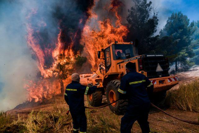 Στιγμές τρόμου για πυροσβέστες και πολίτες που περικυκλώθηκαν από τις φλόγες | tanea.gr