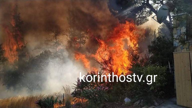 Επικίνδυνη η φωτιά στα Ίσθμια Κορινθίας – Εκκενώθηκε οικισμός | tanea.gr