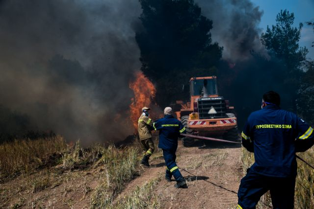 Μάχη με τις συνεχείς αναζωπυρώσεις – Αγώνας δρόμου να ελεγχθεί η κατάσταση | tanea.gr