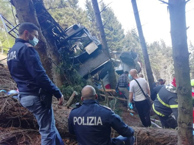 Ιταλία: Ένας 5χρονος ο μοναδικός επιζών από την πτώση του τελεφερίκ - «Σώθηκε από την αγκαλιά του πατέρα του»   tanea.gr
