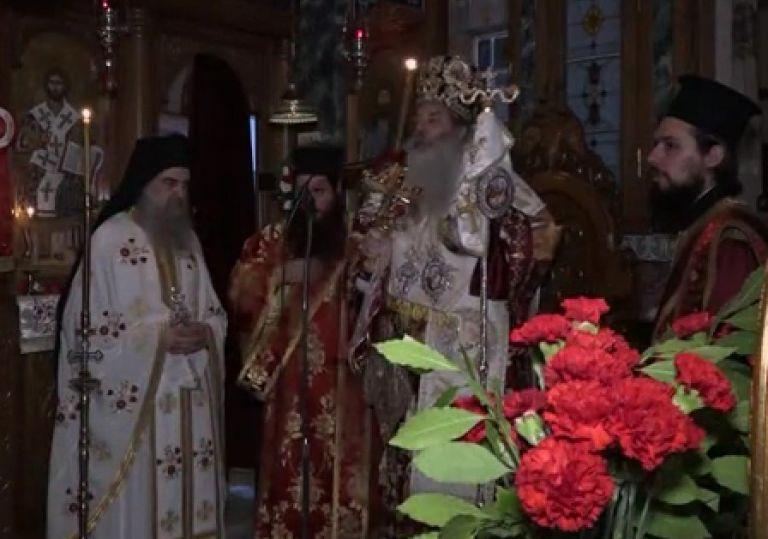 Η Ακολουθία της Αναστάσεως από τον Καθεδρικό Ιερό Ναό Αγίας Τριάδος Πειραιώς   tanea.gr
