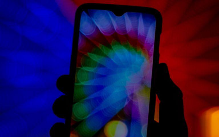 Τα smartphones με τα πιο fun χρώματα για να «απογειώσεις» τη διάθεσή σου! | tanea.gr