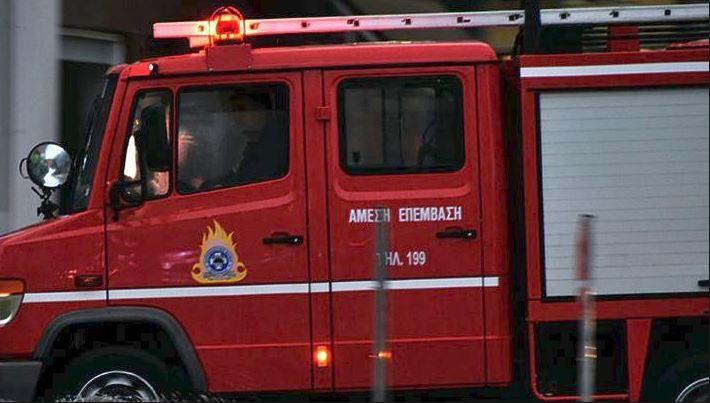 Μεγάλη φωτιά στο Μεσολόγγι: Καίγονται τέσσερα σπίτια   tanea.gr