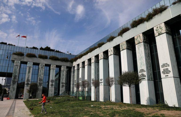 Πολωνία: Εκκενώθηκε το κτίριο του Ανωτάτου Δικαστηρίου μετά τις απειλές για τοποθέτηση βόμβας | tanea.gr
