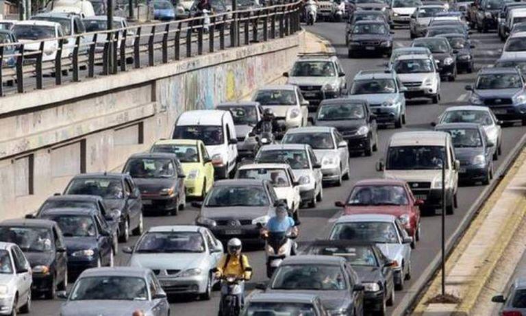 Μποτιλιάρισμα χιλιομέτρων στην εθνική οδό Αθηνών - Λαμίας λόγω τροχαίου | tanea.gr