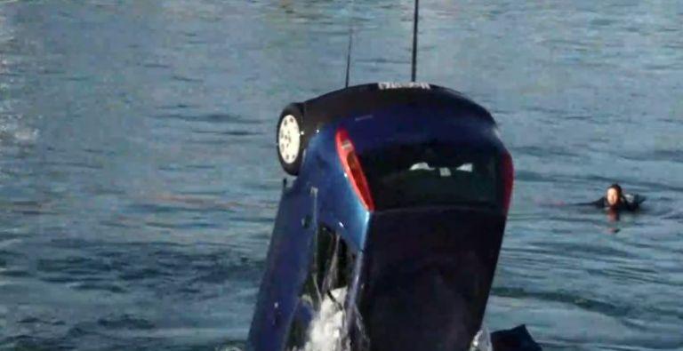 Νεκρός ο άντρας που έπεσε στο λιμάνι του Πειραιά με ΙΧ | tanea.gr