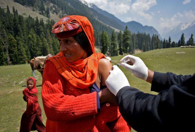 Ινδία: Πάνω από 3.900 θάνατοι από κοροναϊό μέσα σε ένα 24ωρο | tanea.gr