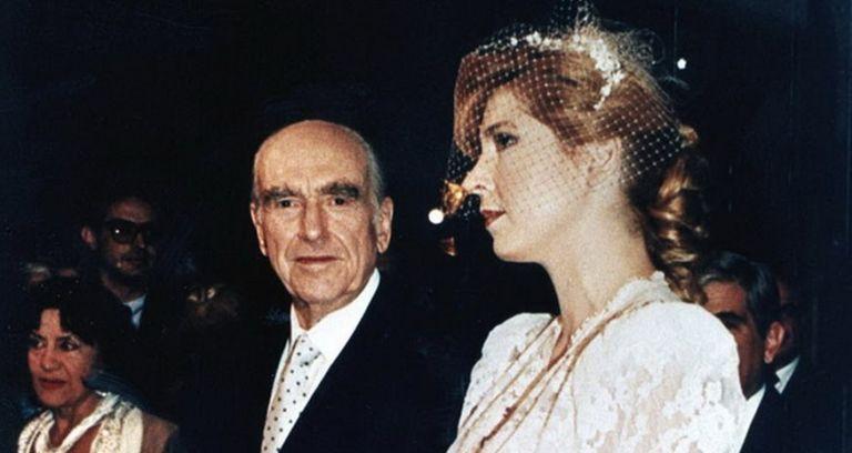 Στο σφυρί μπομπονιέρα από τον γάμο του Ανδρέα Παπανδρέου με τη Δήμητρα Λιάνη | tanea.gr