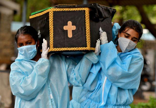 Ινδία: 3.200 θάνατοι και 133.000 κρούσματα κοροναϊού σε 24 ώρες | tanea.gr
