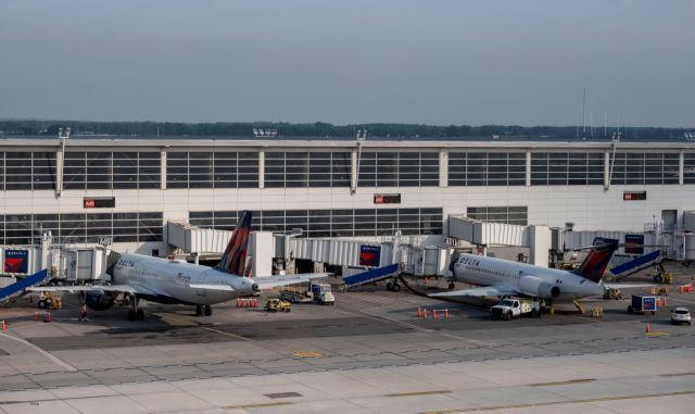 HΠA: Έπεσαν οι ιστοσελίδες μεγάλων αεροπορικών εταιρειών | tanea.gr