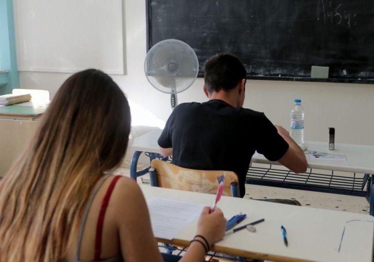 Πανελλαδικές 2021: Με τις βεβαιώσεις των self test στο χέρι η προσέλευση των υποψηφίων | tanea.gr