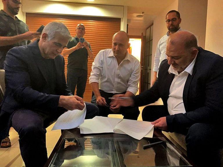 Νέα κυβέρνηση Ισραήλ: Mια ετερόκλητη συμμαχία που θέλει το τέλος της εποχής Νετανιάχου   tanea.gr
