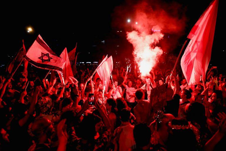 Ισραήλ: Πανηγυρισμοί στο Τελ Αβίβ για τον νέο πρωθυπουργό | tanea.gr