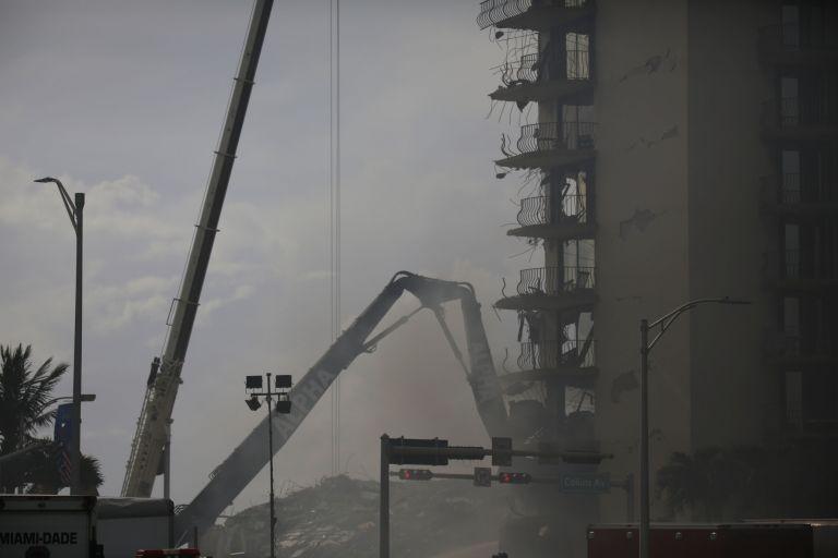Μαϊάμι: Βυθιζόταν λίγα χιλιοστά επί 30 χρόνια το κτίριο που κατέρρευσε | tanea.gr