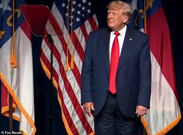 ΗΠΑ: Χαμός στα social media με το παντελόνι του Τραμπ – Το φορούσε τελικά ανάποδα; | tanea.gr