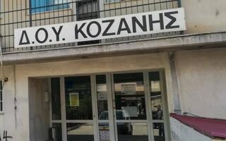 Κοζάνη: Τη Δευτέρα η δίκη του 45χρονου που εισέβαλε με το τσεκούρι στην εφορία   tanea.gr
