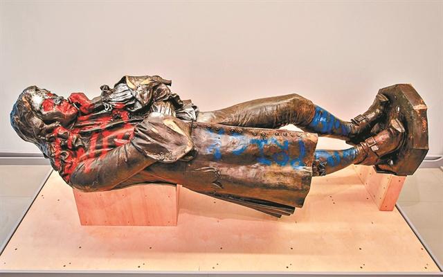 Πού πάνε τα αγάλματα όταν πεθαίνουν; | tanea.gr