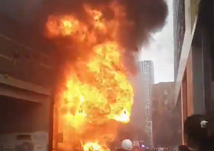 Λονδίνο: Μεγάλη φωτιά μετά από έκρηξη   tanea.gr