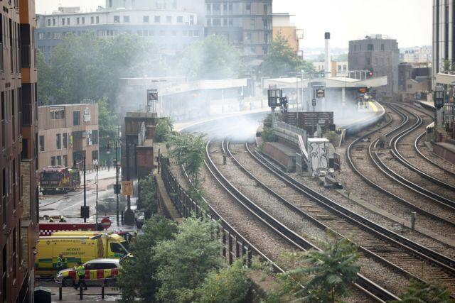 Υπό έλεγχο η πυρκαγιά στο Λονδίνο – Καταστροφή αυτοκινήτων και καταστημάτων   tanea.gr