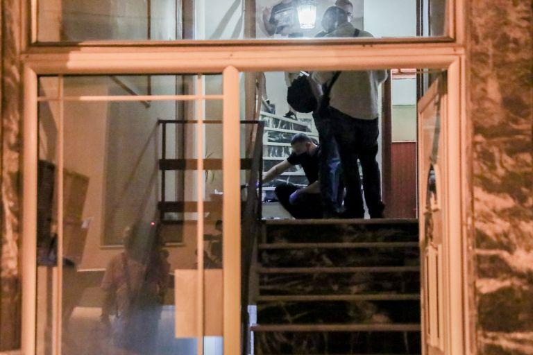 Πετράλωνα: Σοκάρουν οι μαρτυρίες για τον βιασμό καθαρίστριας – «Την άρπαξε από το ασανσέρ»   tanea.gr