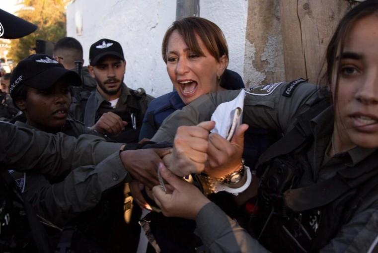 Ισραήλ: Ξυλοδαρμός και σύλληψη δημοσιογράφου που κάλυπτε το θέμα των εξώσεων Παλαιστινίων | tanea.gr