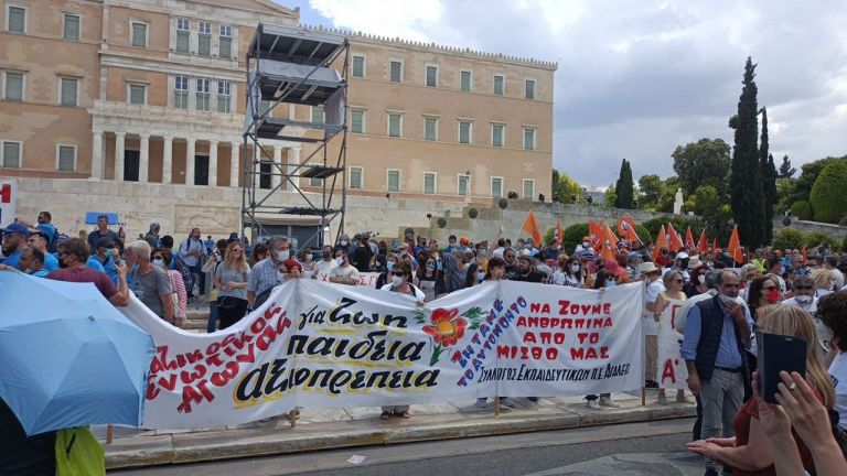 Απεργία: Μαζικό «όχι» από εργαζόμενους όλης της χώρας στο εργασιακό νομοσχέδιο   tanea.gr