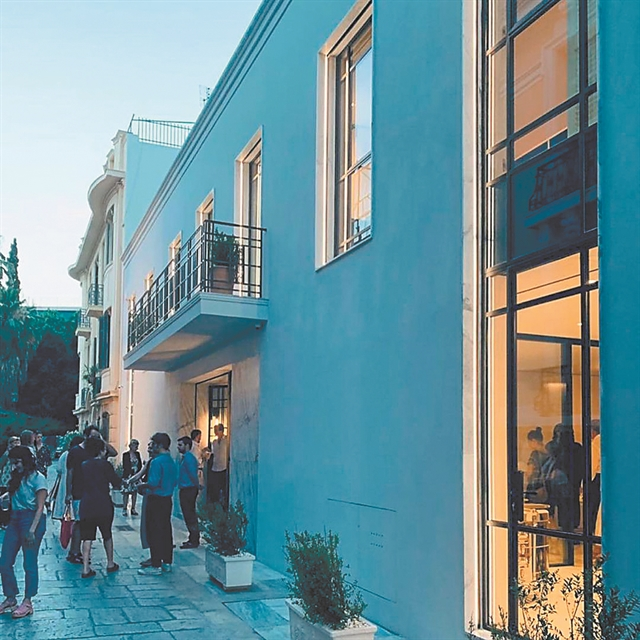Ενας αστραφτερός διεθνής «κλοιός» αγκαλιάζει την Ελλάδα… | tanea.gr