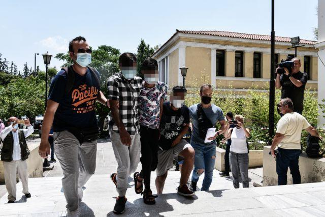 Άγιος Παντελεήμονας: Στον εισαγγελέα οι τρεις άνδρες που βίασαν 25χρονη έγκυο με νοητική υστέρηση   tanea.gr