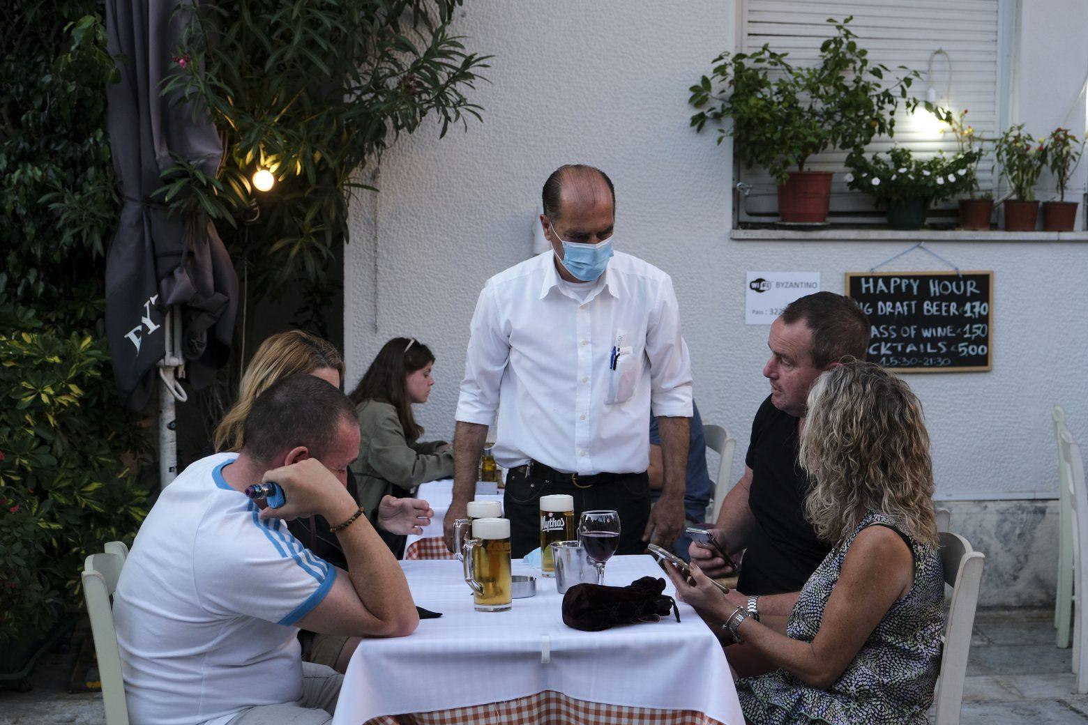 Αντιδράσεις για τα covid free εστιατόρια και μπαρ