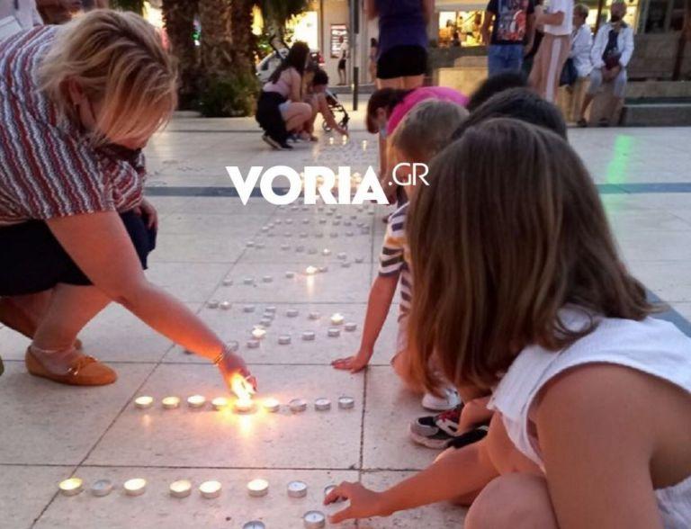 Γλυκά Νερά: «Όχι άλλη Καρολάιν» έγραψαν γυναίκες με κεριά στη Χαλκιδική   tanea.gr
