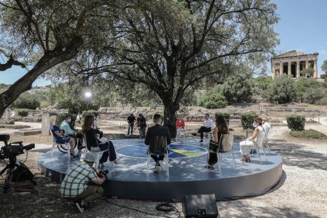 Ελλάδα 2.0: Μητσοτάκης και Λάιεν συνομίλησαν με πολίτες στην αρχαία αγορά | tanea.gr