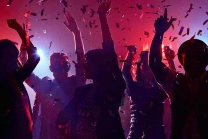 Κορονοπάρτι: Συνεχίζονται σαν να μην υπάρχει αύριο – Πώς διοργανώνονται μέσω των social media | tanea.gr