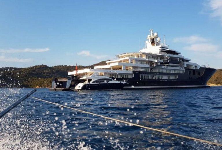 Πόρος: Έδεσε η υπερπολυτελής θαλαμηγός των 220 εκατ. ευρώ | tanea.gr