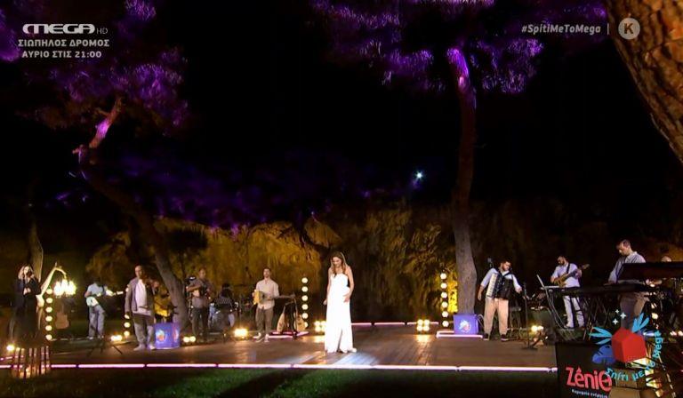 Σπίτι με το MEGA: Βούρκωσε η Δέσποινα Βανδή πάνω στη σκηνή | tanea.gr
