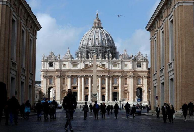 Πανικός στο Βατικανό: Άνδρας με μαχαίρι απειλούσε να σκοτώσει τουρίστες | tanea.gr